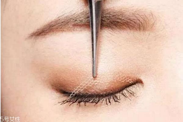 双眼皮贴老是翻出来怎么办 贴出自然持久双眼皮
