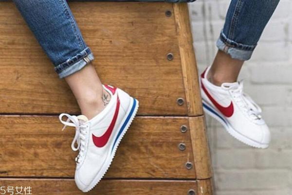 耐克阿甘鞋鞋底多高 最经典的小白鞋
