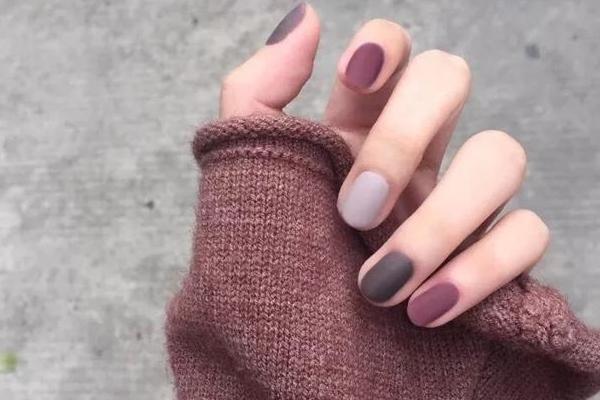 秋冬美甲选什么颜色 美甲选颜色有什么技巧
