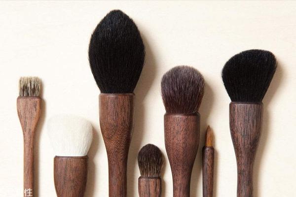 新手应该怎么选化妆刷 学会三步不再折腾