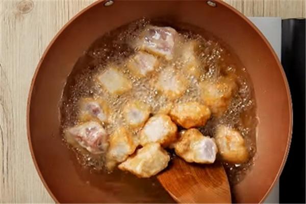 菠萝咕唊肉的做法 最好吃的糖醋肉