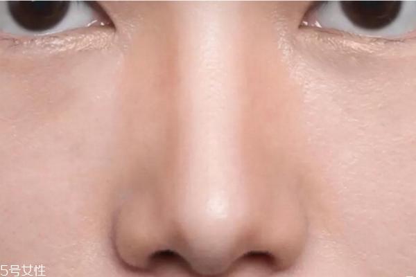 鼻影用什么画 四种鼻影画法打造小巧翘鼻