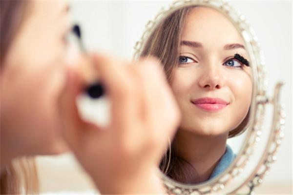 有女人味的时尚干练妆容怎么画