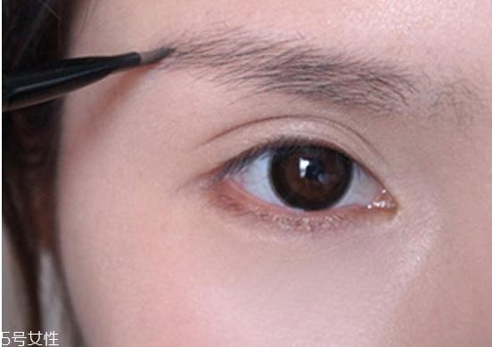 红色眼线妆容图片图片