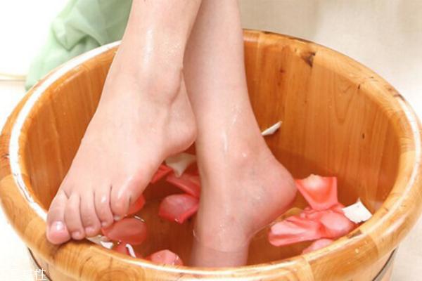 冬天泡脚有什么好处 冬季泡脚方法介绍