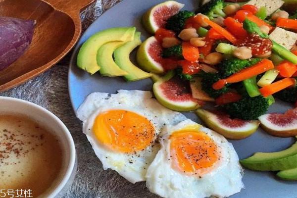 减肥的人一天吃几个鸡蛋图片