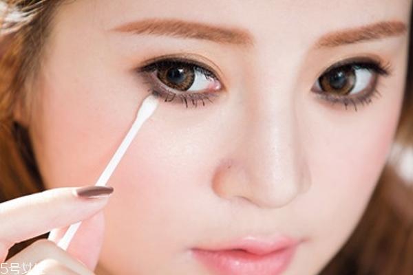 灰色眼影怎么画 3步打造成熟可爱眼妆