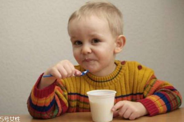 一岁的宝宝可以喝酸奶吗 如何挑选酸奶