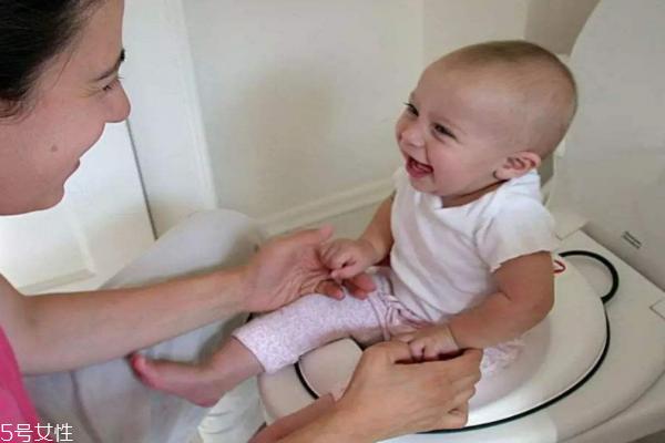宝宝攒肚子有哪些征兆 教你分辨