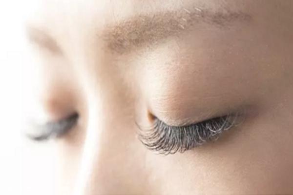 嫁接睫毛一般多少钱 嫁接睫毛后怎样保持更长时间