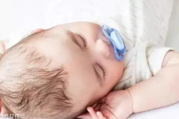 安抚奶嘴适合多大的宝宝 使用后如何消毒