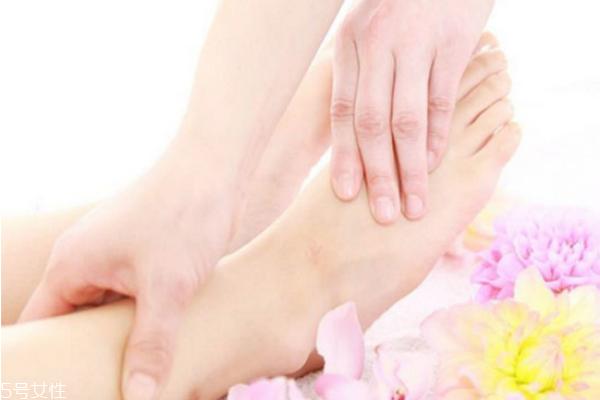 冬天手脚冰凉夏天手脚发热是怎么回事