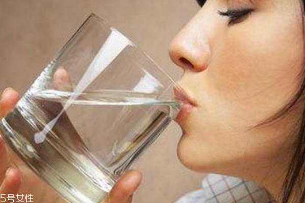 感冒喉咙痛怎么办 生活中要注意这些