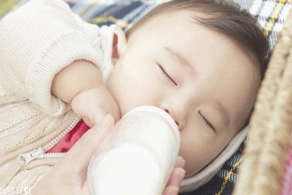 宝宝戒奶不喝奶粉怎么办 要想解决先找对原因