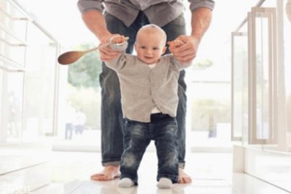 怎么教宝宝走路 家长不要操之过急