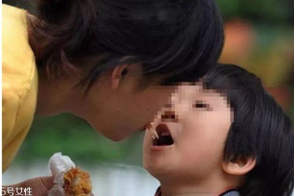儿童亲吻病毒的症状 不要和感冒弄混了