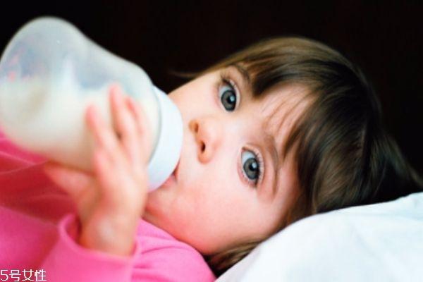 宝宝牛奶蛋白过敏怎么办 家长喂养很关键