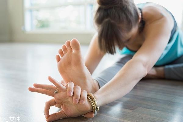 睡前做什么运动瘦腿效果最好 3个动作拉出大长腿