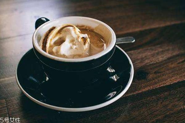 浓缩意式咖啡怎么喝 三口之内喝完