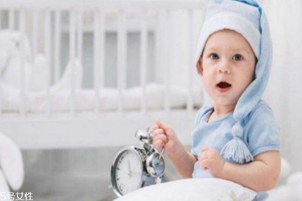 婴儿不枕枕头的危害 妈妈必须要知道