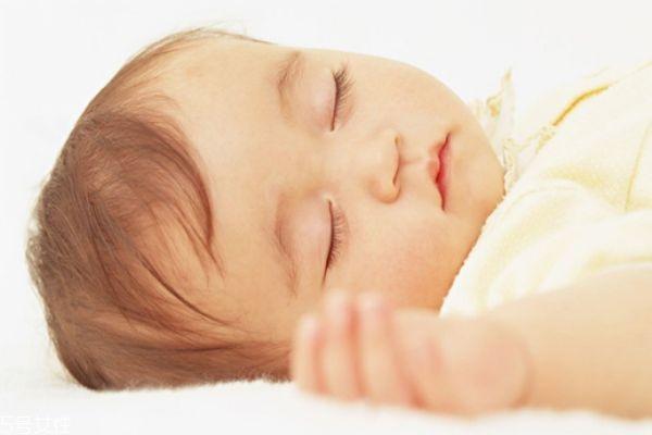 宝宝的正确睡姿 三种正确姿势