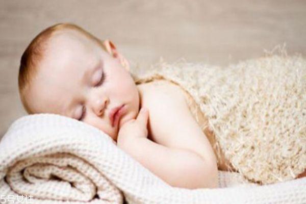 宝宝怎么睡头型才好看 睡出好头型