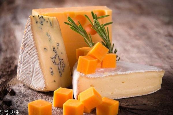 奶酪哪种好吃 奶香奶酪vs重口味奶酪