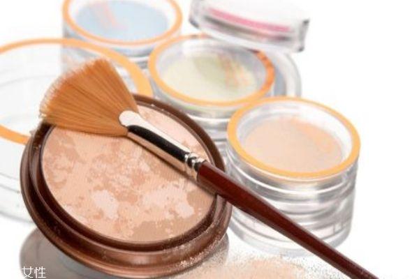 蜜粉和粉饼的区别 正确区分蜜粉和粉饼