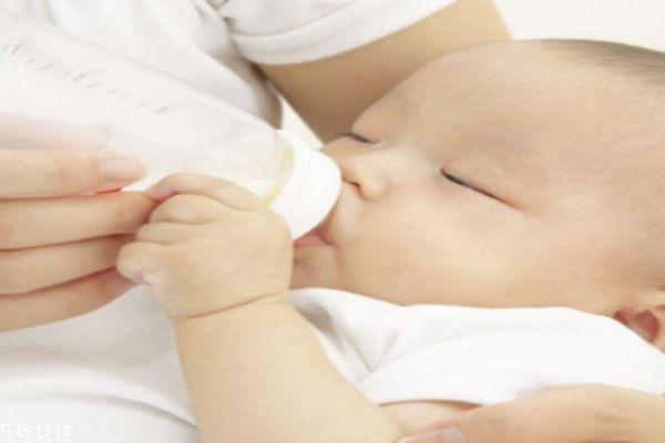 奶粉该不该经常换 宝宝喝奶粉注意事项