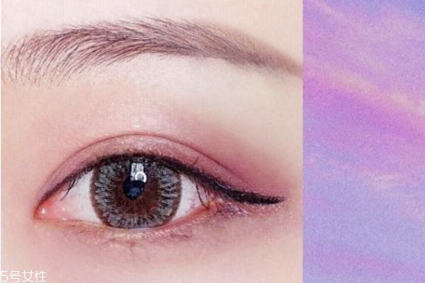灰紫色眼影怎么画好看 韩式甜美小烟熏妆的画法