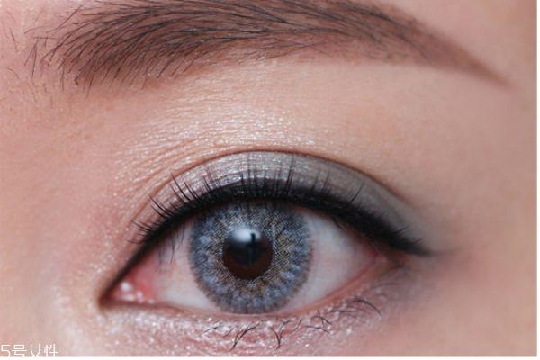 灰绿眼妆的画法_日常眼妆的画法步骤图片_桃花眼妆的画法步骤图片