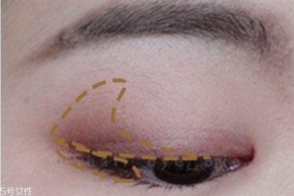 粉色眼妆怎么画图片