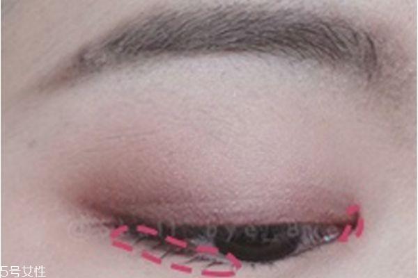 粉色眼影的画法图片
