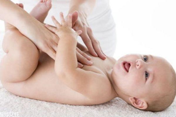 宝宝抠肚脐怎么回事 肚脐坚决不能用手抠
