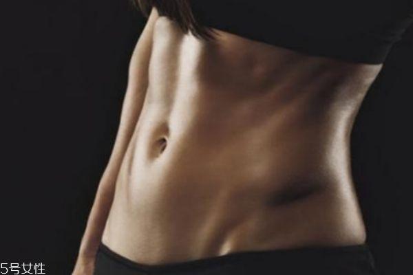 肚脐里有臭味怎么回事 肚脐流水怎么办