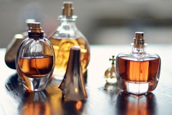 成熟香水是什么样子的 成熟感香型香水介绍
