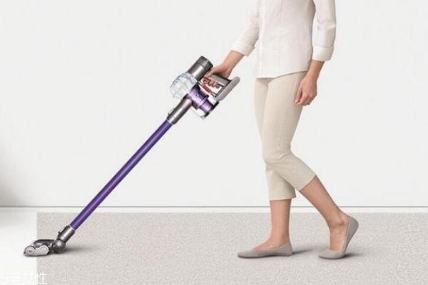 吸尘器与扫地机器人该选谁 吸尘器与扫地机的区别