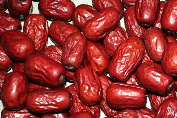 大枣颜色已变黑能吃吗 变质或虫蛀不能吃