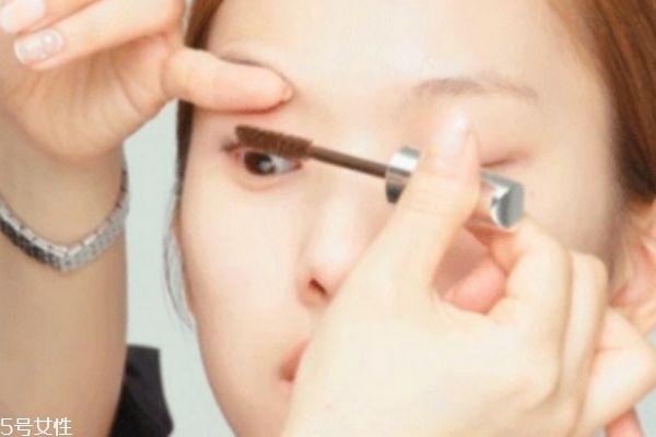 眼睛比较肿怎么画眼妆图片