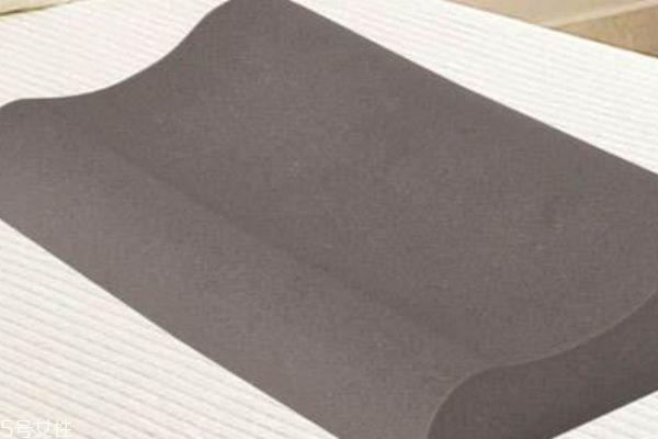 竹炭枕头 竹炭枕的功效与作用 竹炭枕头怎么清洗