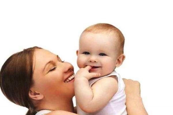 新生儿捏鼻子会变挺吗 小心得上这几种病