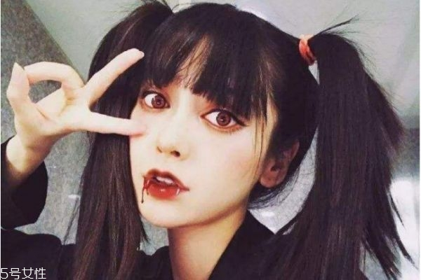 吸血鬼妆容怎么化 吸血鬼妆容的画法