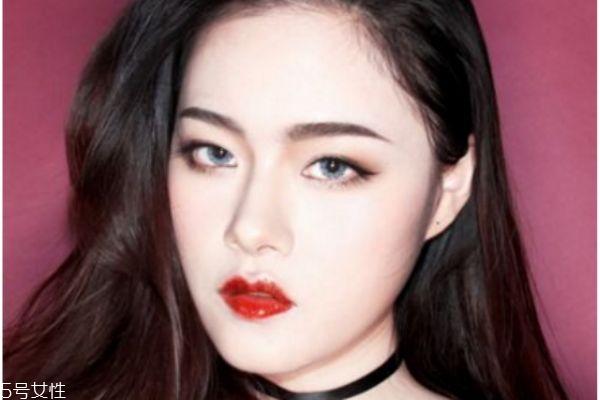 韩版吸血鬼妆容的画法 吸血鬼妆教程