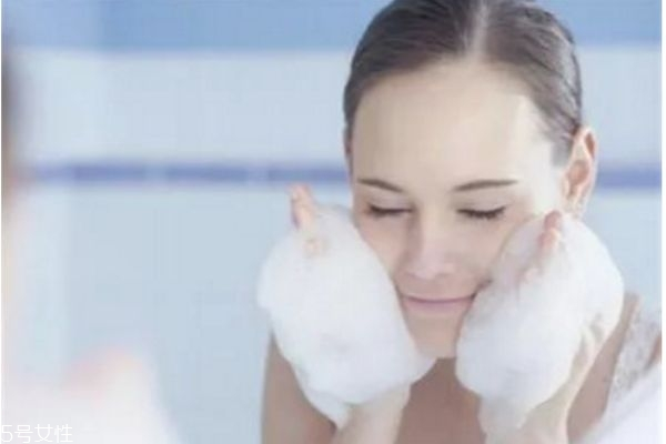 洗面奶怎么用最正确 如何正确使用洗面奶