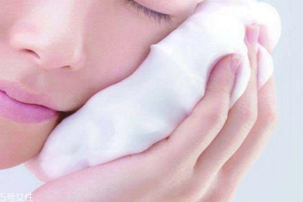 泡沫洁面乳怎么用 洁面泡沫正确使用方法