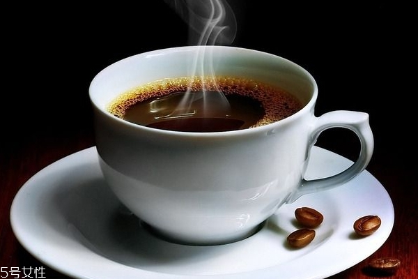 各种咖啡热量排行表 选这款肥死你