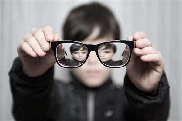 如何有效控制近视?视光师护眼4重点