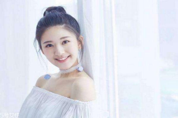 鹅蛋脸怎么扎头发好看 女生韩式可爱发型图片