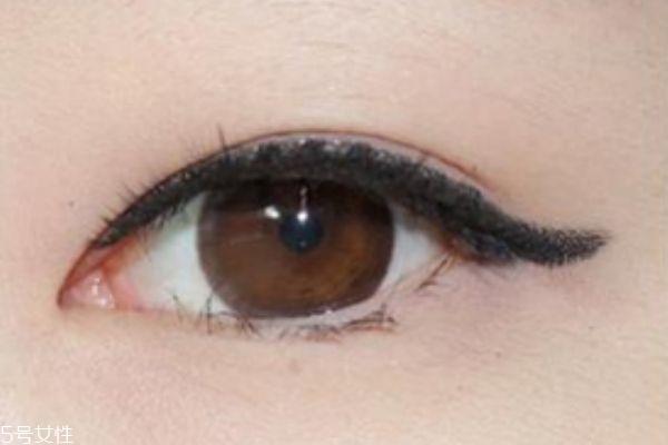 肿眼泡怎么化妆 媚惑深邃眼妆