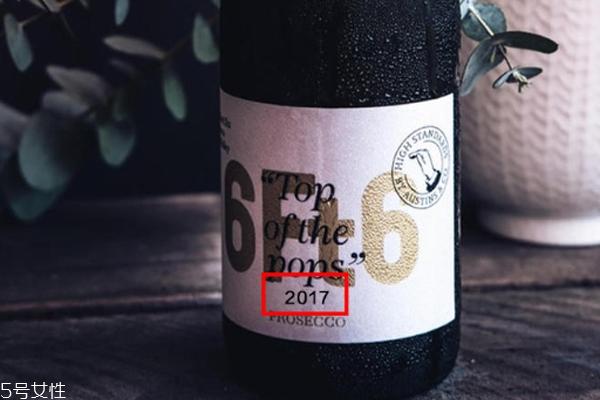 红酒哪个年份的好 小白适合1年内的